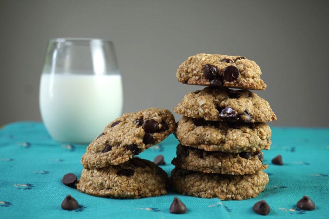 Dark chocolate chip oat cookies