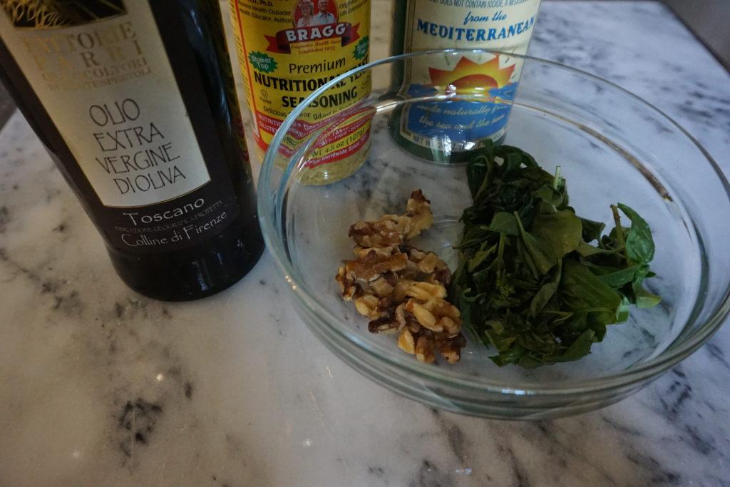 Low-Fodmap and garlic-free Pesto Ingredients.